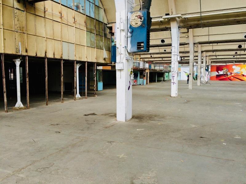Eintritt in die Zeppelin-Halle, Blick links
